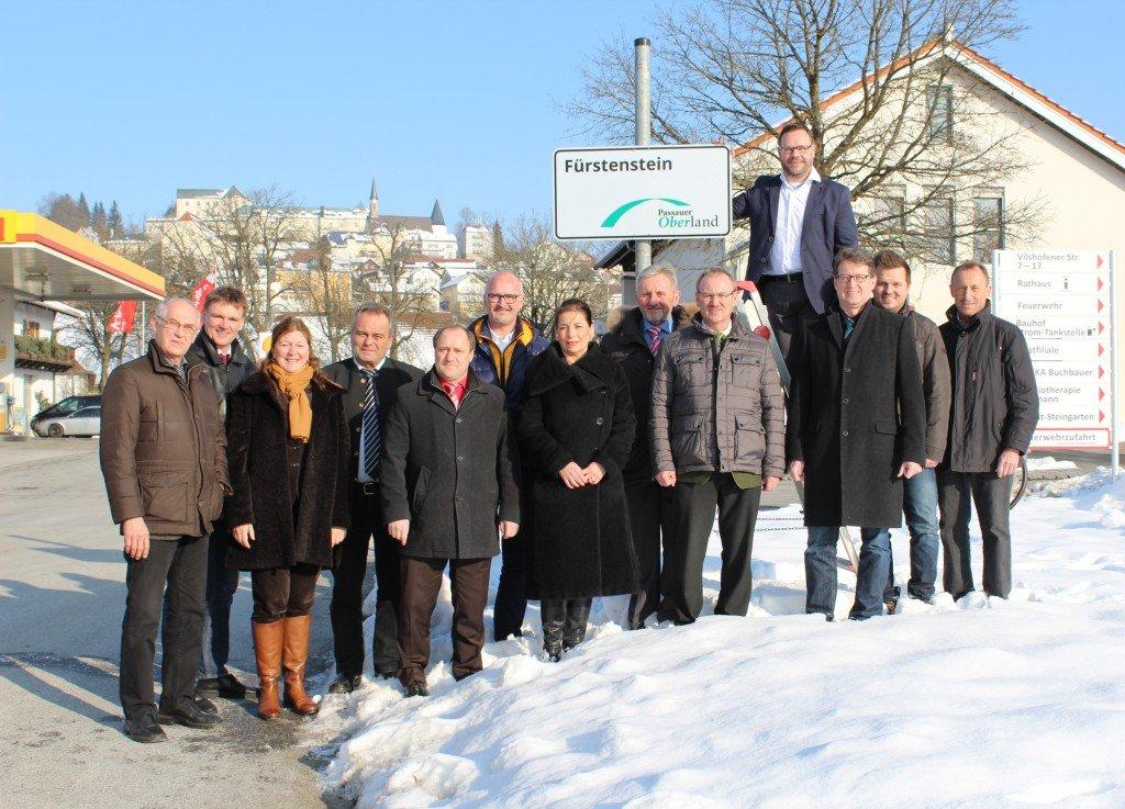 Präsentation der neuen Ortseingangsschilder der ILE Passauer Oberland in Fürstenstein (Foto: W. Raster)