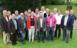 Foto (Josef Heisl): Die Vertreter der 10 ILE-Gemeinden sprachen sich für eine Fortsetzung unter der bewährten Führung durch Bgm. Stephan Gawlik als Vorsitzendem und Gabriele Bergmann als Projektmanagerin aus.
