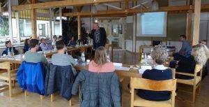 Das Foto zeigt die Seminarteilnehmer aus den Gemeinden und den Referenten, Thomas Rieß von der Stadt Zirndorf (Foto: A. Fischl).