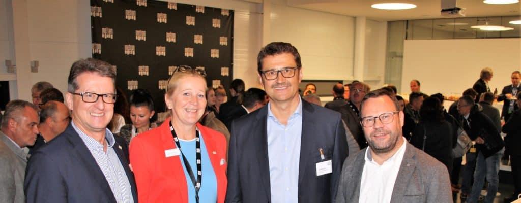 Sie organisierten das 7. Treffen des Wirtschaftsnetzwerks, v.li. Bürgermeister Georg Hatzesberger, Projektmanagerin Gabriele Bergmann, metron-Chef Christian Kainz und der ILE Vorsitzende und Bürgermeister Stephan Gawlik. (Foto: Josef Heisl)